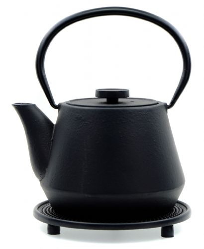 Trivet & BRIDGES - Japanese style Cast Iron black tea pot kettle 0.7 litre  - GOTO